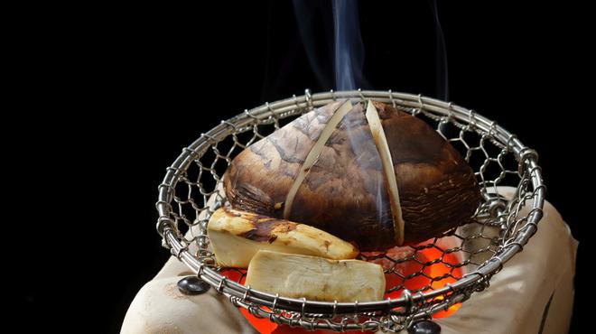 HANA吉兆 - 料理写真:国産松茸の焼蒸し