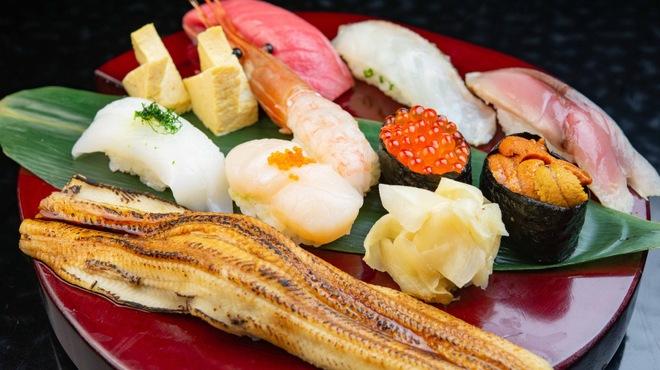 鮨 あしべ - 料理写真:特選握り9貫盛り