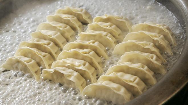 満洲園 - 料理写真:手作り餃子