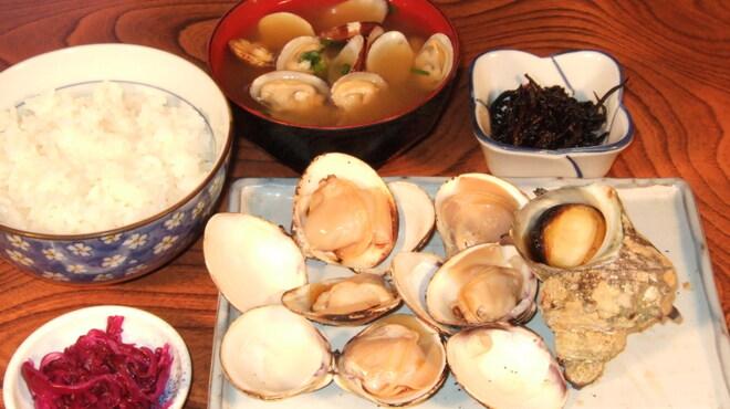 きむら - 料理写真:つぼ焼・焼はま定食(さざえ はまぐりは大きさにより数が変わります) 1,500円