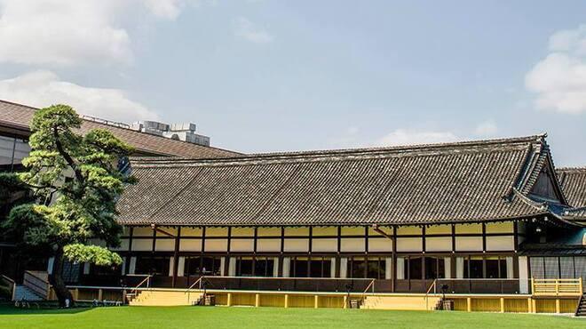 ラウンジ kinkei - 内観写真:庭園を望むテラス席