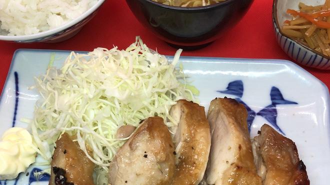 もつ鍋らく - 料理写真:ランチ地鶏の炙り焼き定食700