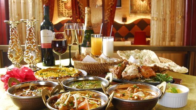 シディークパレス - 料理写真:オリエンタルな雰囲気の中でスパイシーなカレーを御賞味下さい!