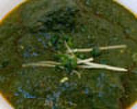 シディークパレス - 料理写真:ほうれん草をたっぷり使用したラムスピナッチ。女性に人気のカレーです。