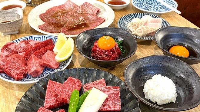 炭火焼肉ホルモン 横綱三四郎 - 料理写真:お肉だけ頂戴!そんなあなたはこちらのセットをどうぞ。