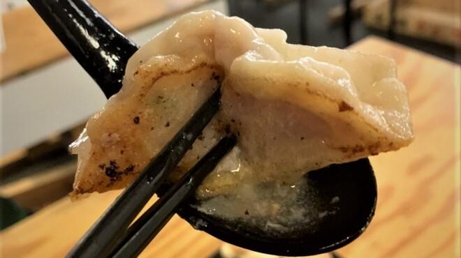 餃子センター 肉汁屋 - メイン写真: