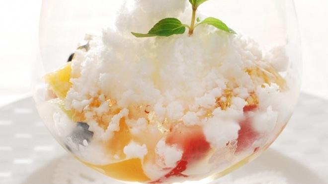 リストランテ・ホンダ - 料理写真:季節のフルーツのジュレ ココナッツのグラニテ添え