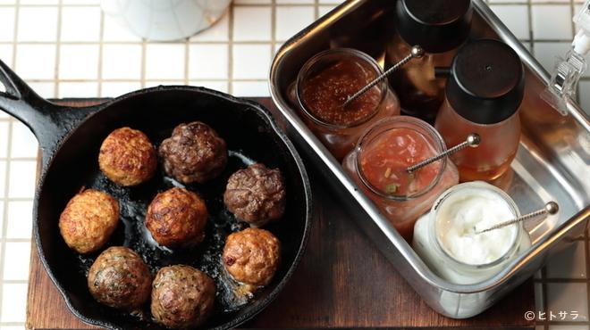 ワールド・ミートボール・クラシック - 料理写真:4種類の味を食べ比べ。1〜2名におすすめの『8ボールセット』