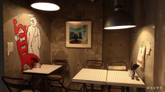 ワールド・ミートボール・クラシック - 内観写真:コンクリートとタイルが印象的。スタッフがDIYで仕上げた内装