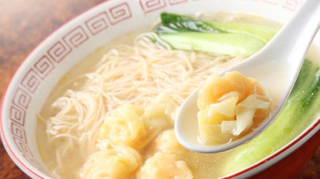 東珍味 - 料理写真:香港ワンタンメン  880円