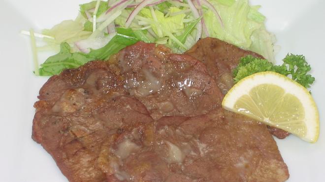焼酎房 うお座 - 料理写真:塩麹漬け牛タン炭火焼