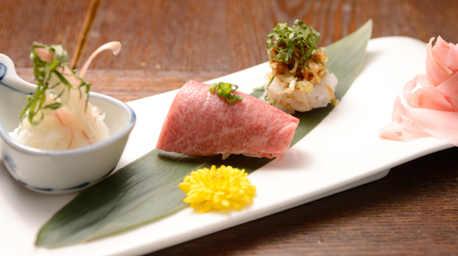 舎人庵・とんぼ - 料理写真:お寿し三貫盛