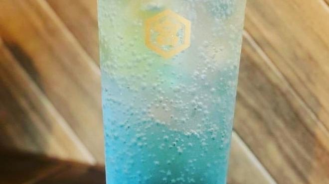 焼肉バル牛黒 - ドリンク写真:生レモンブルーサワー(金宮)