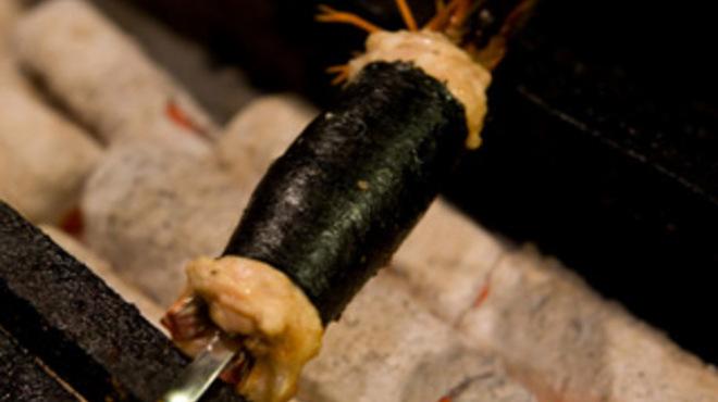 焼とり居酒屋 ゆめや - 料理写真:えびのつくね巻き えびにつくねを巻き、海苔で包みじっくり炭火で焼きあげました。香ばしいえびとつくねのハーモニー