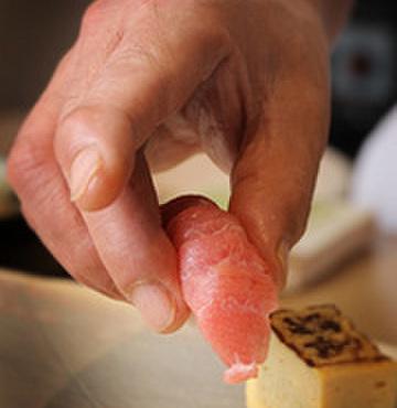 笹鮨 - 料理写真:熟練の職人が握る江戸前寿司