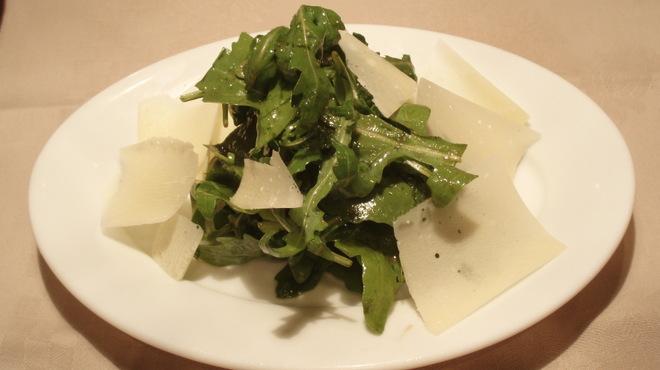 バール デ ブー - 料理写真:ルーコラのサラダ シンプルにバルサミコで味付けしました