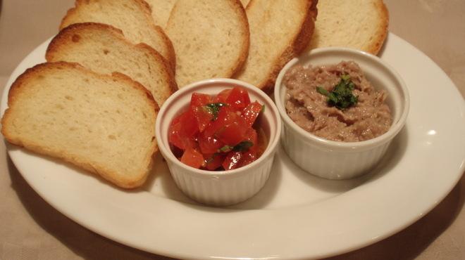 バール デ ブー - 料理写真:豚肉のリエットとトマトのブルスケッタ