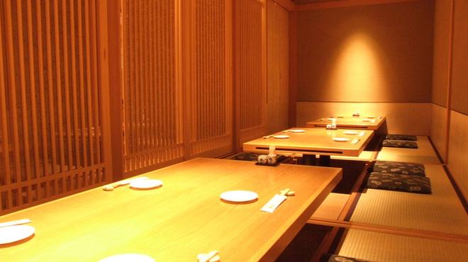 備長 - 内観写真:最大22名様、個室で宴会も可能です!コースは3350円~飲み放題は2000円でお付けできます。