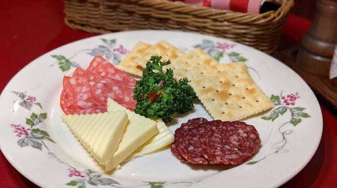 二葉會館 サンセール - 料理写真:◆2種類サラミとプロセスチーズ◆
