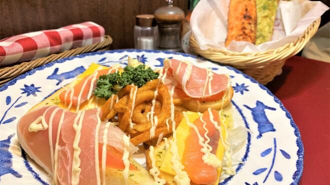 二葉會館 サンセール - 料理写真:◆パニーニのカナッペ(手前)◆