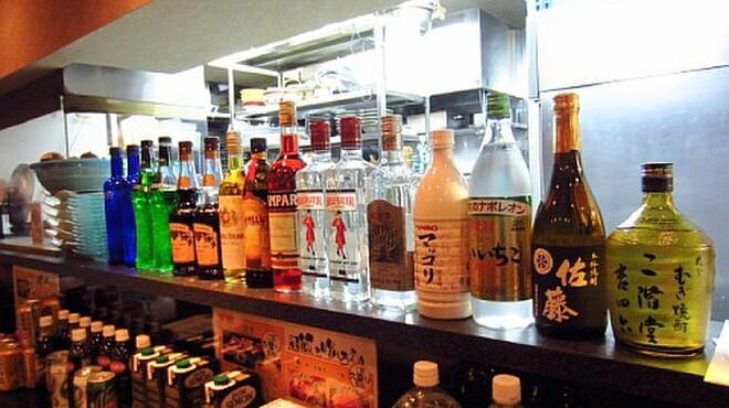 ビール100円『たんと』 - 内観写真:カクテルも御安くご提供。佐藤の黒もありまーす。