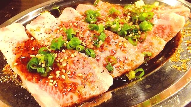 ホルモン大和 - 料理写真:定番のカルビ!