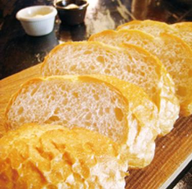 オールドスパゲティファクトリー - 料理写真:大人気!食べ放題のソフトフランスパン♪