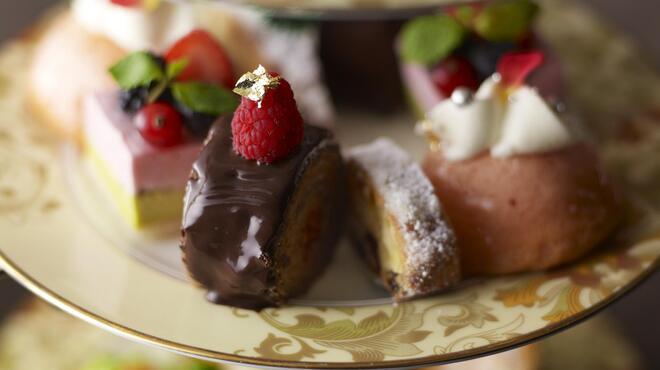 ザ・ロビーラウンジ - 料理写真:伝統的なアフタヌーンティーセット。目にも楽しい美味