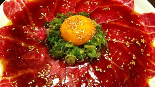 ホルモン大和 - 料理写真:大人気のツラ刺し(タレ)