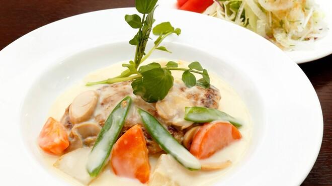 サラダの店サンチョ - 料理写真:期間限定『旬野菜のクリームハンバーグとサラダ』