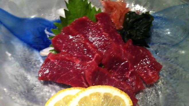 月桜 - 料理写真:熊本直送の新鮮な馬刺し、九州のお醤油