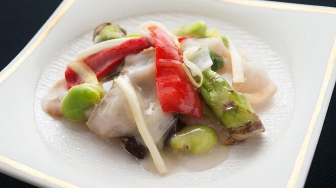 メゾン・ド・ユーロン - 料理写真:鮑と季節野菜の岩塩炒め