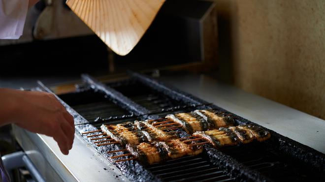 うらわのうなぎ 萬店 - 料理写真:職人が素材に合わせて焼き上げております