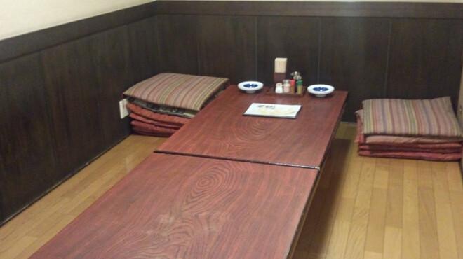 鳥乃家 - 内観写真:2Fのお座敷はフローリングになっているので、お子様も安心して食事ができます。