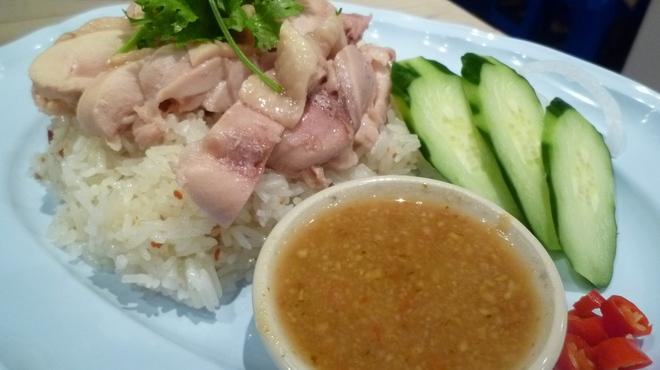TARUTARU - 料理写真:カオマンガイ ガーリックライスと特製ダレが病みつきになります!