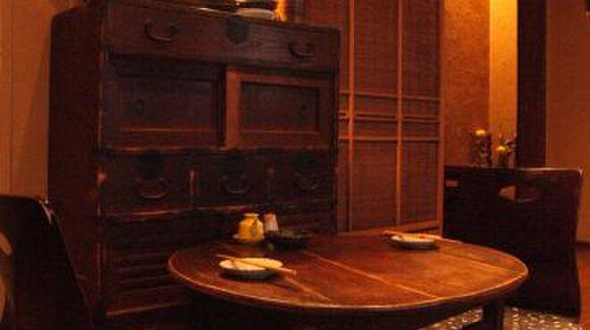 創作和風料理 荻窪 卯 - 内観写真:《2階席》 アンティークの調度品が並ぶお座敷。