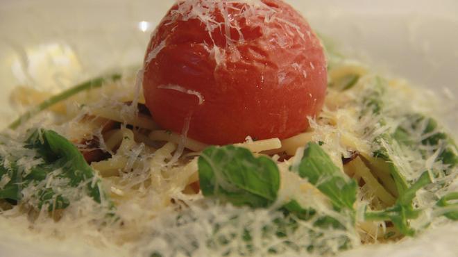 渋谷イタリアン ズッカ - 料理写真:パスタ トマトが丸ごと入ってます!