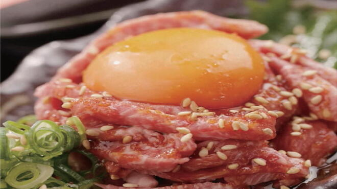 鉄板肉バルどんと - 料理写真:栗毛和牛たたきユッケ