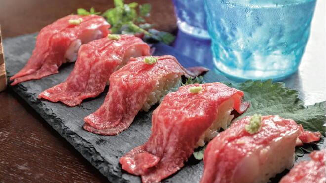 鉄板肉バルどんと - 料理写真:黒毛和牛の炙り寿司