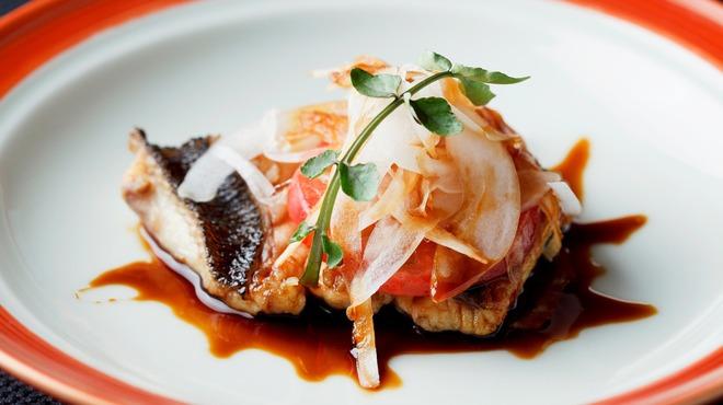 メゾン・ド・ユーロン - 料理写真:本日の鮮魚のソテー 赤酢ソース
