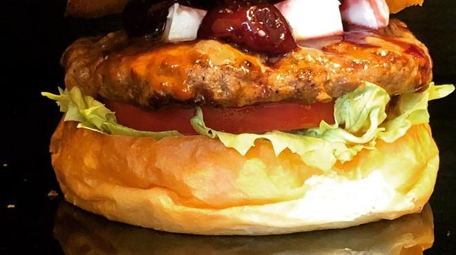 バーガーショップホットボックス - 料理写真:6月マンスリーバーガー チェリーバーガー