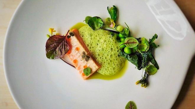 B - 料理写真:サクラマスのミキュイ クレソンアレノアのソース