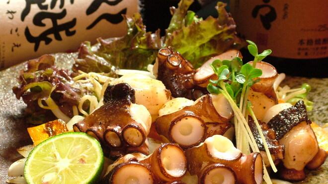 MARUYOSHI - 料理写真:新鮮な魚介も鉄板で!