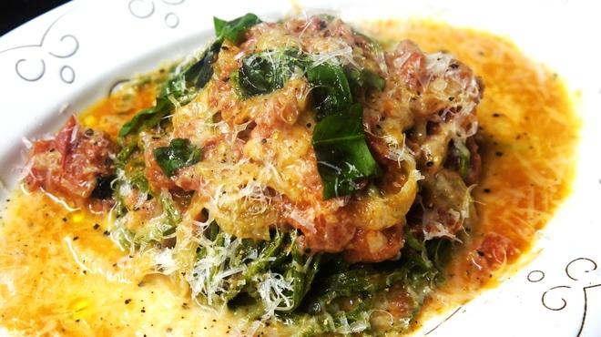 pasteria bambu - 料理写真:トマトのバジルとモッツアレラ タリアテッレの麺で