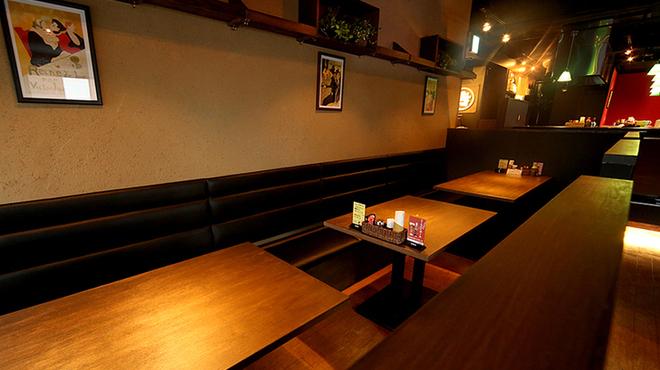 MARUYOSHI - 内観写真:ゆったり座れるテーブル席は予約必須!!
