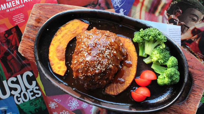 八重洲大飯店 - 料理写真:ライオンヘッドハンバーグ 紅焼獅子頭 \1050 1日限定10食 新登場