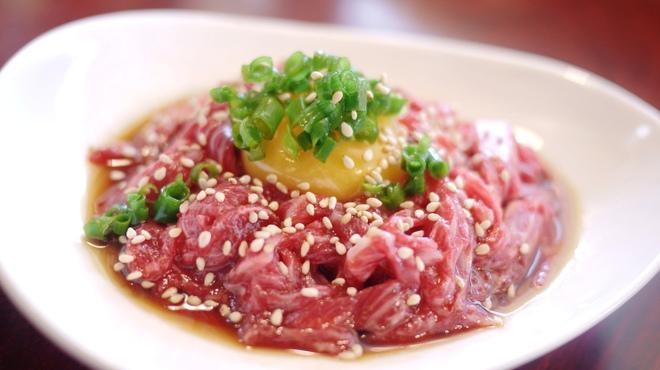ホルモン やまと - 料理写真:歯ごたえがあり、旨みのある馬肉をユッケに。新鮮な馬肉そのものをお楽しみいただけます。