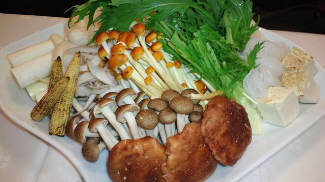 レストラン ロダン - 料理写真:すき焼きのお野菜。たっぷりのお野菜と共に…。