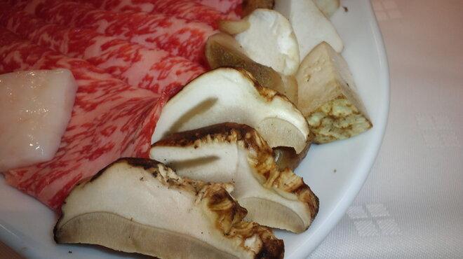 レストラン ロダン - 料理写真:鹿児島黒毛和牛、ポルチーニ入りすき焼きのポルチーニ。一押しです!