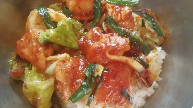 亀戸ホルモン - 料理写真:亀ホル丼        秘伝味噌のスタミナ丼
